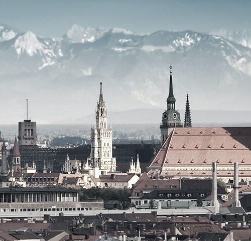 München Panorama mit Bergen im Hintergrund